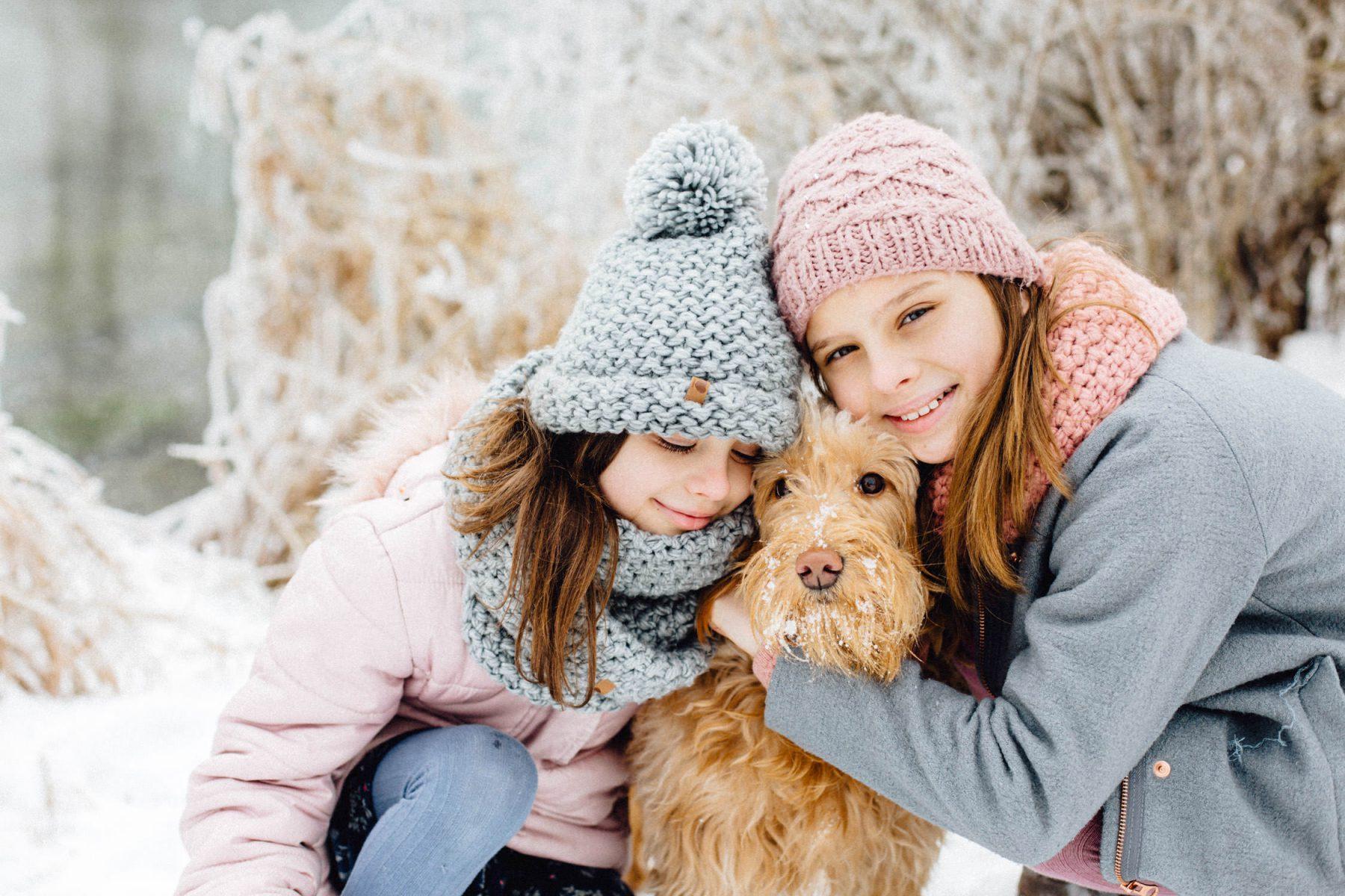 Familien Shooting im Schnee mit Hund