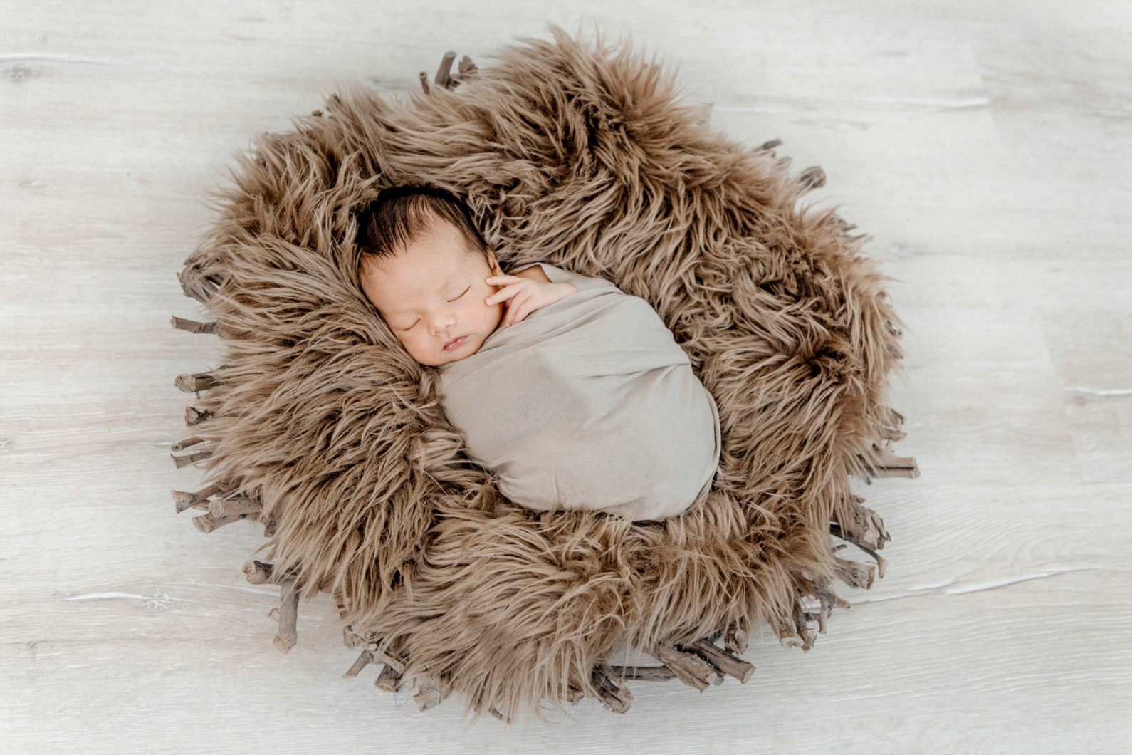 Newborn Fotoshooting im Fotostudio Heidenheim - Yvonne Scholze Photography